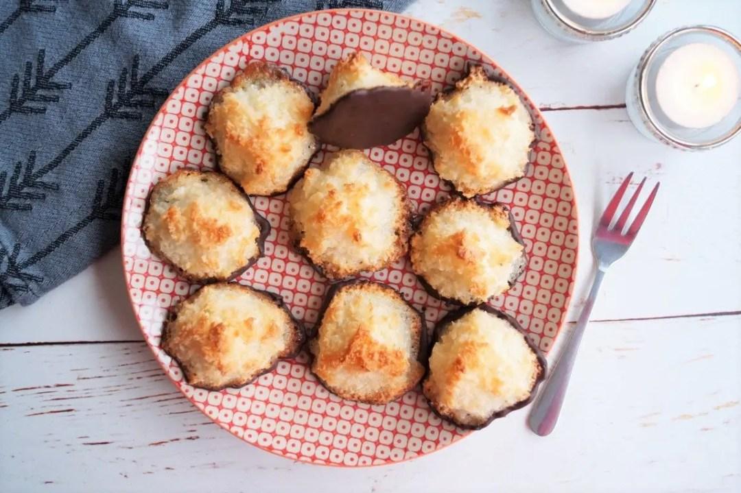 Små kokosmakroner med chokolade