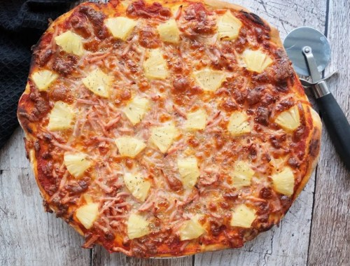 Hawaii-pizza med skinke og ananas