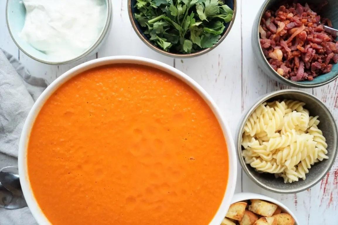 Cremet og mild tomatsuppe