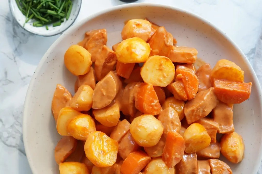 Svensk pølseret med grøntsager