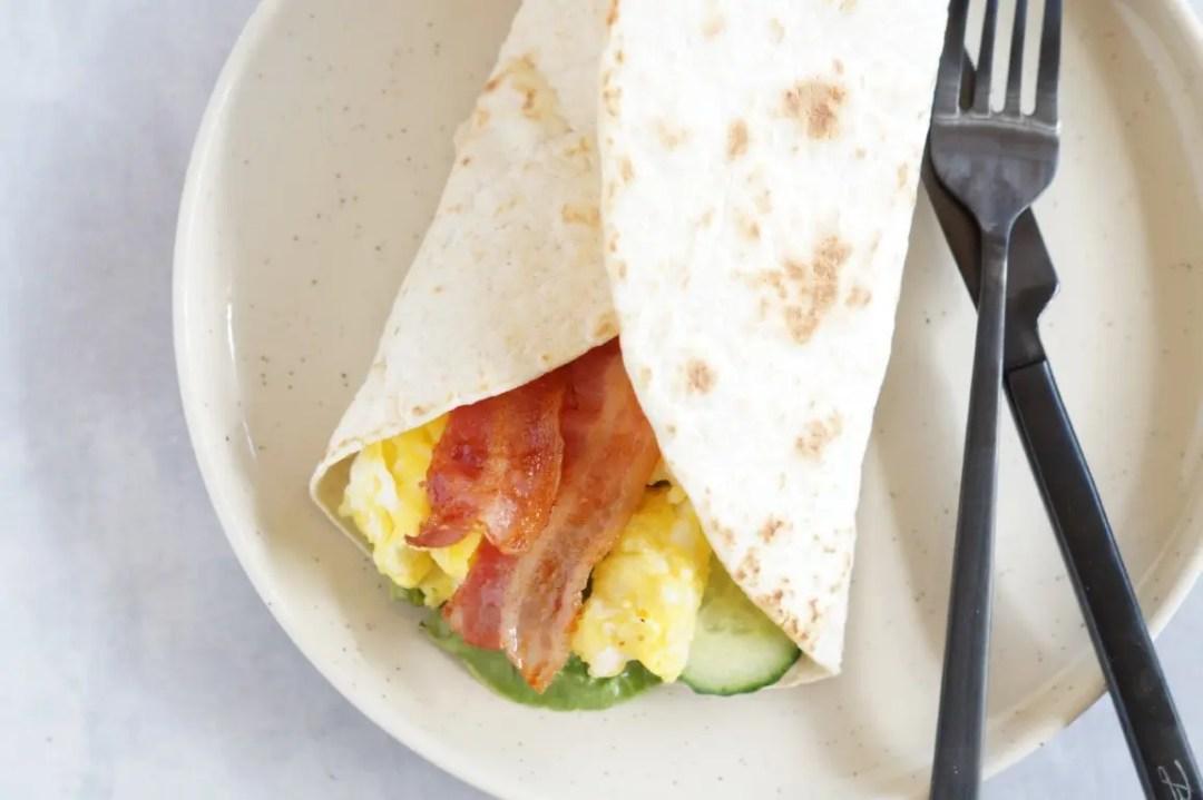 morgenmads-tortilla med røræg og bacon