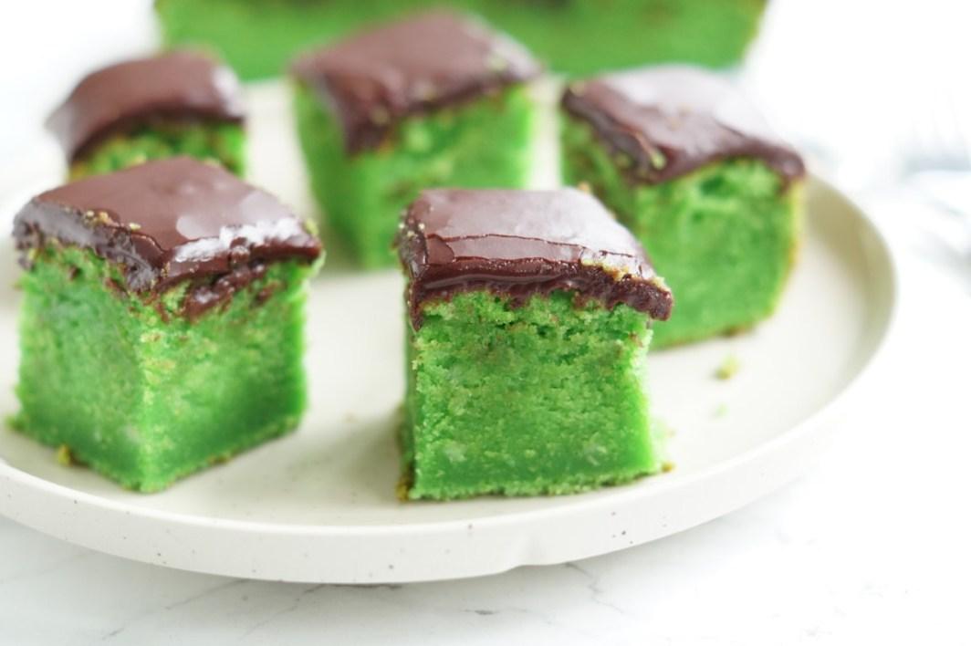 Kage i grøn