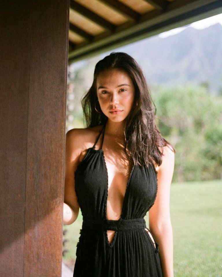 Read more about the article Alexis Ren