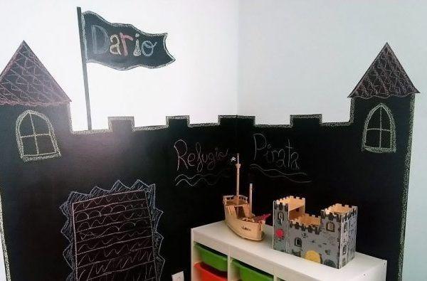 Pintura de pizarra: Decorar una pared con un castillo pirata