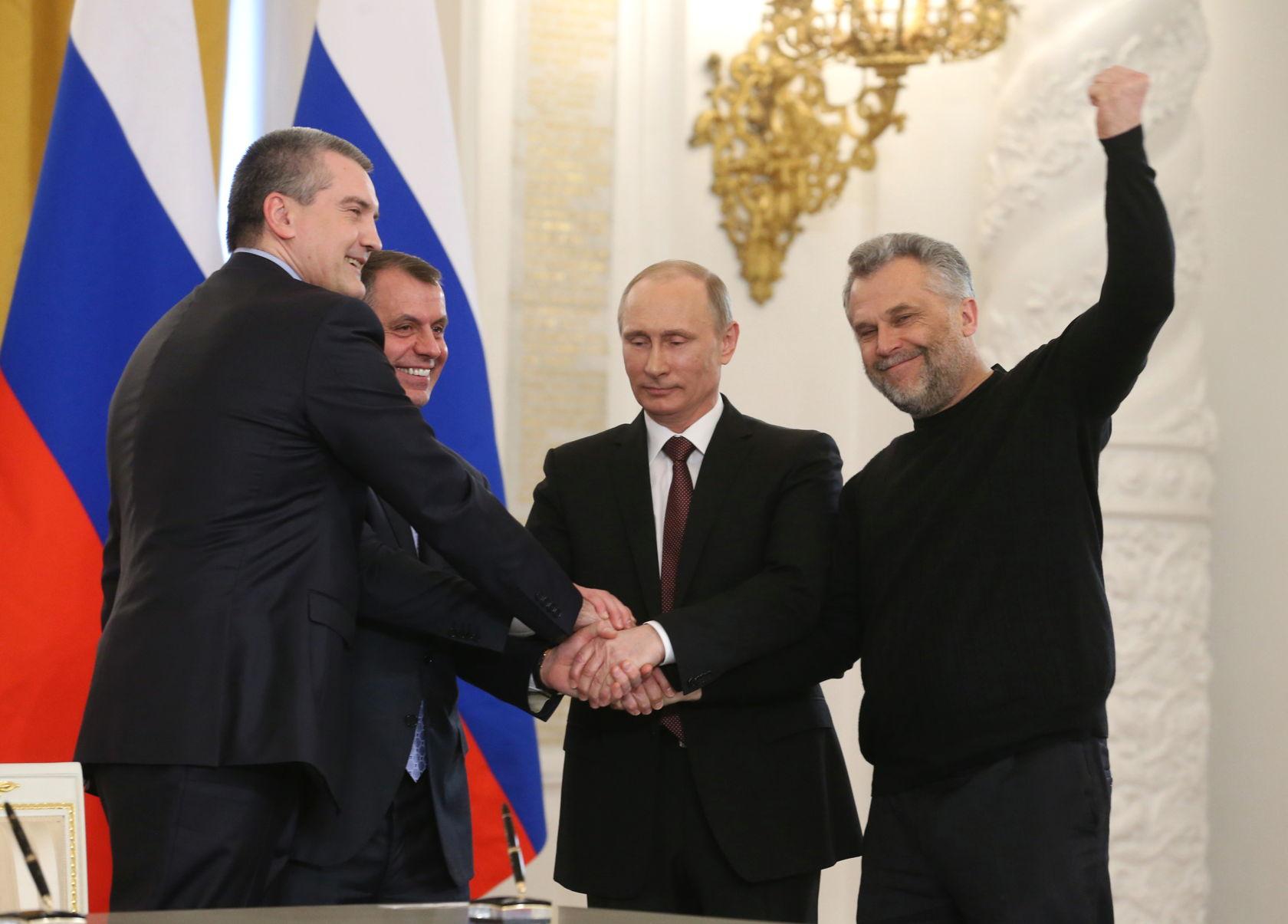 E' anche grazie all'uomo con il maglione nero che la Crimea è ancora russa