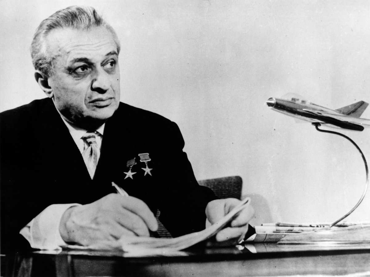 Il progettista di aeroplani Artëm Ivanovič Mikojan