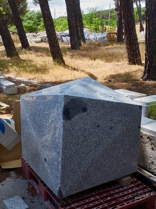 Piedra ornamental para los heavys de la Gran Vía. Proyecto desestimado