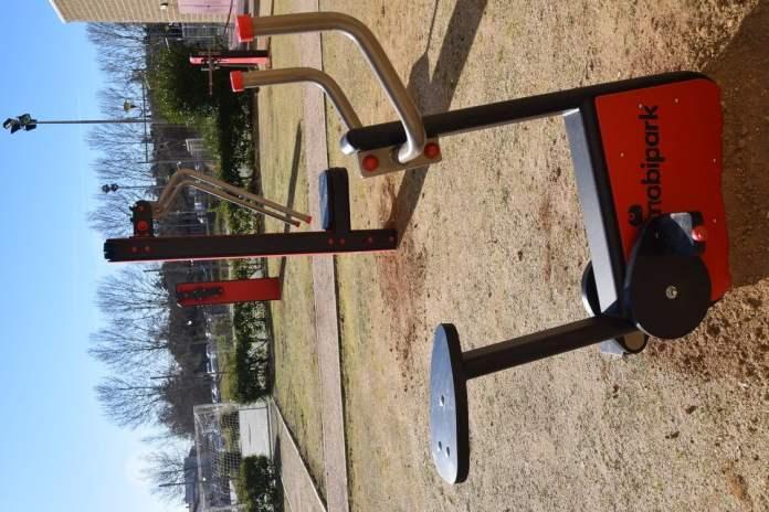 Villaviciosa instala un gimnasio al aire libre 3