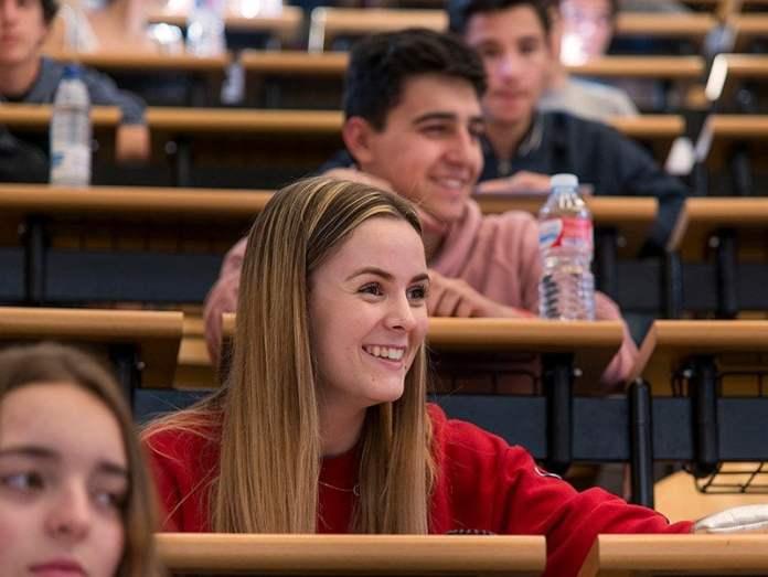 Más de la mitad de los jóvenes madrileños, dispuestos a estudiar 'fuera' 1