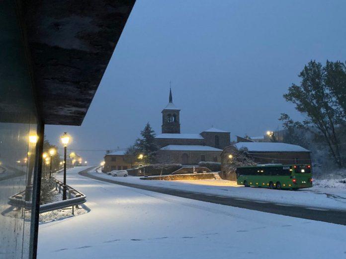 Nieva en los pueblos de la Sierra y llega el frío a la Comunidad 1
