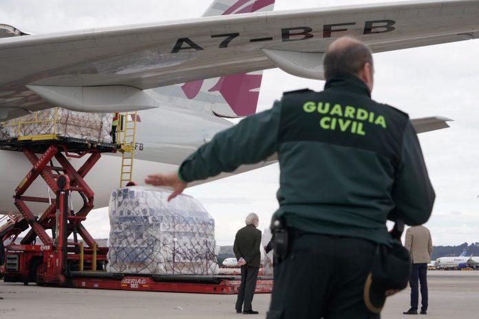 Llega a Barajas el primer avión de la Comunidad de Madrid con 58 toneladas de material sanitario 7