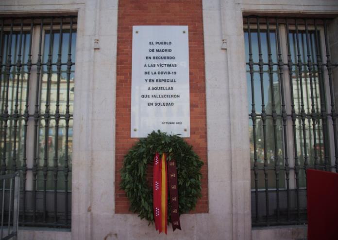 Una placa en Sol para recordar a las víctimas de la Covid 1