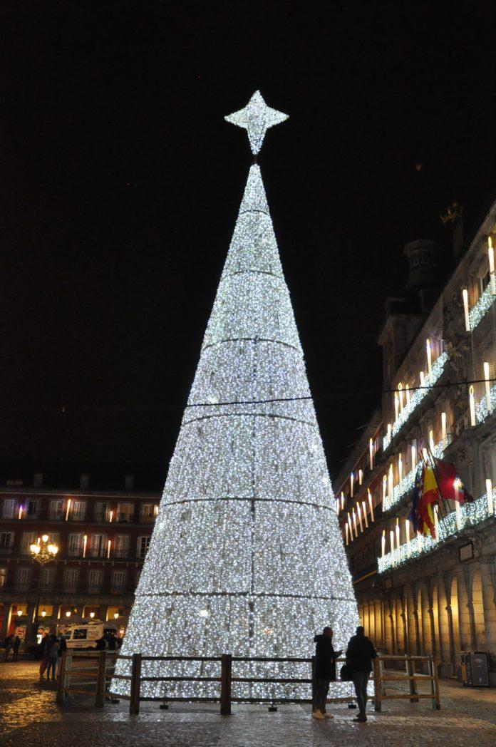 La luz de la Navidad inunda Madrid 9
