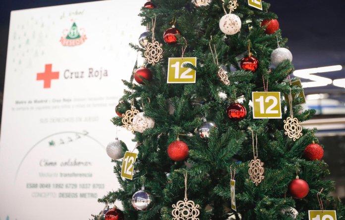 Un Metro, doce causas: un árbol de Navidad solidario en cada línea 2
