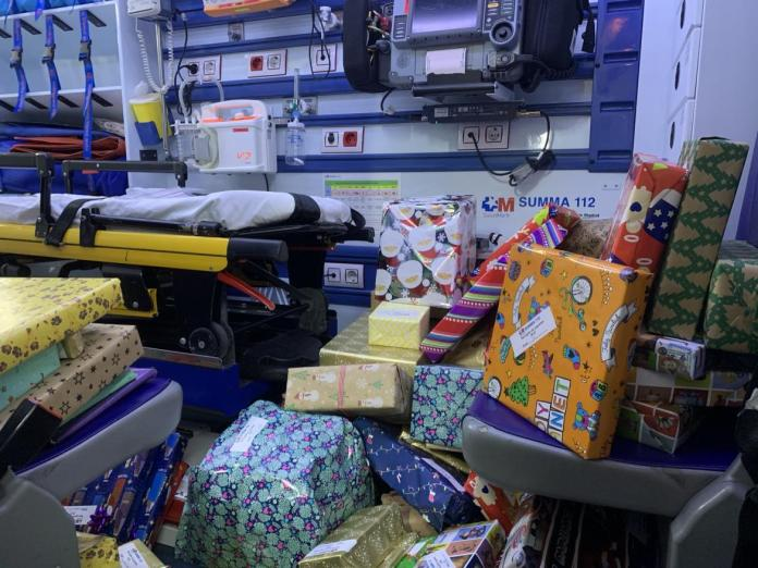 Sanitarios del SUMMA 112 entregan juguetes a niños tutelados 3