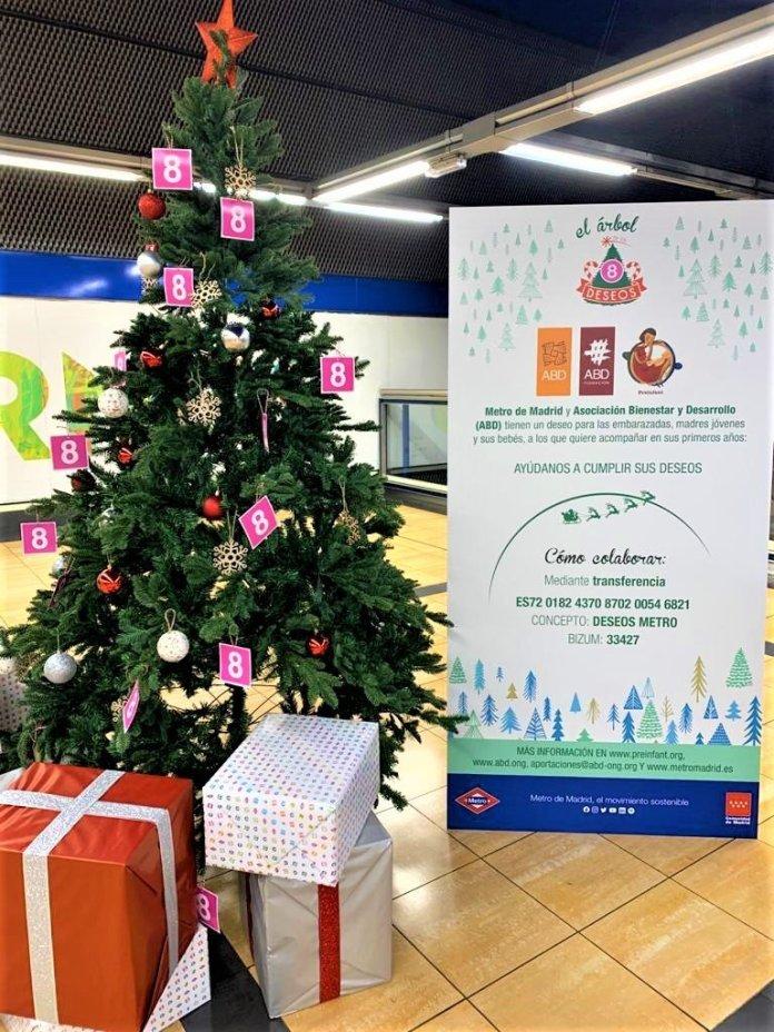 Un Metro, doce causas: un árbol de Navidad solidario en cada línea 9