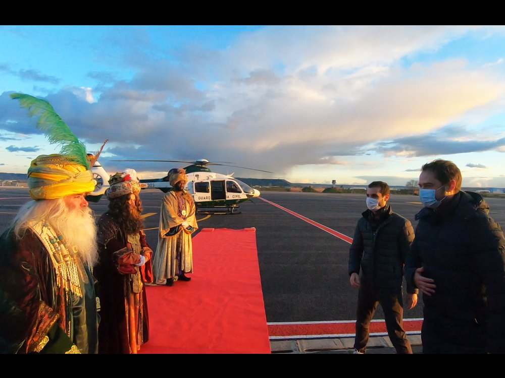 Los Reyes Magos recorrieron el cielo de Torrejón: imágenes 4