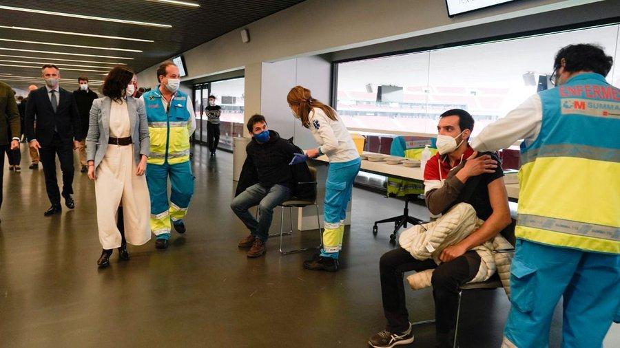 Madrid retoma la vacunación con AstraZeneca en el Wanda y el Zendal 2