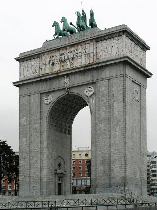 El Ayuntamiento dará un nuevo significado al Arco de la Victoria 2