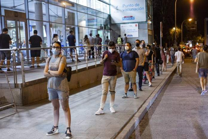 Madrid impulsa la vacunación 24 horas y descienden los casos 1