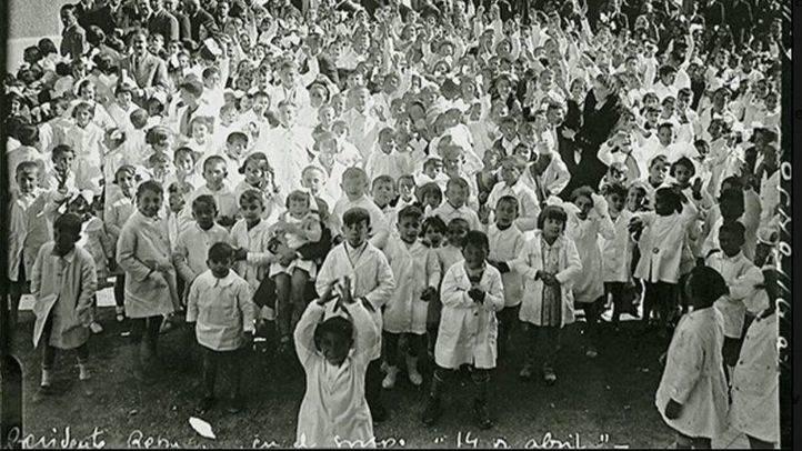 Inauguración del colegio 14 de Abril en 1933