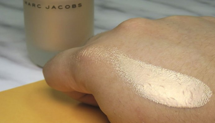 marc jacobs beauty Dew Drops Coconut Gel Highlighter líquido dew you iluminador 3