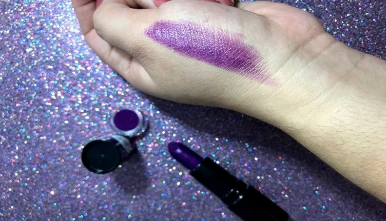 labial morado makeup revolution foil finish hean labial rojo dragons blood revolution beauty re loaded maquillaje club