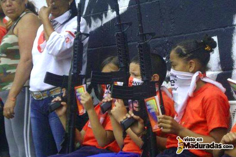 Niños armados en escuelas. violencia en Venezuela