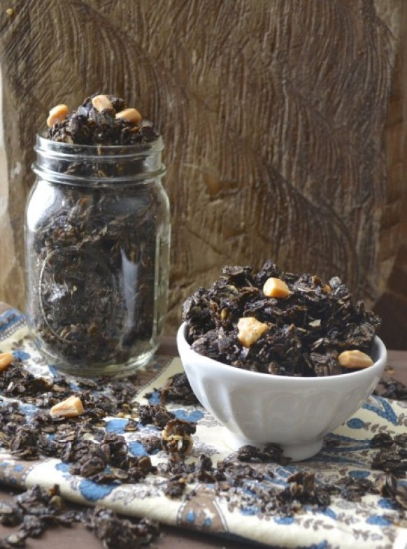 Salted Caramel Mocha Granola. All the flavor of your Starbucks favorite in an easy granola! #glutenfree www.maebells.com