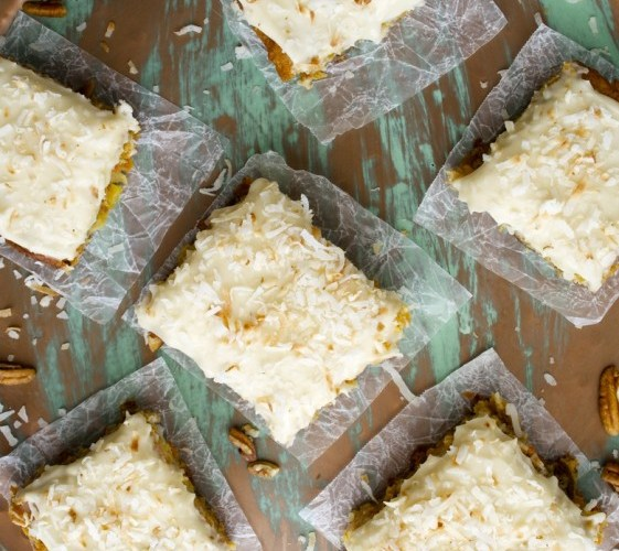 Carrot Cake Bars with Vanilla Cream Cheese Icing, totally gluten free! www.maebells.com