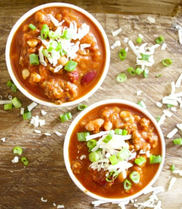 Slow Cooker Three Bean Chili, easy, hearty and totally delicious! www.maebells.com