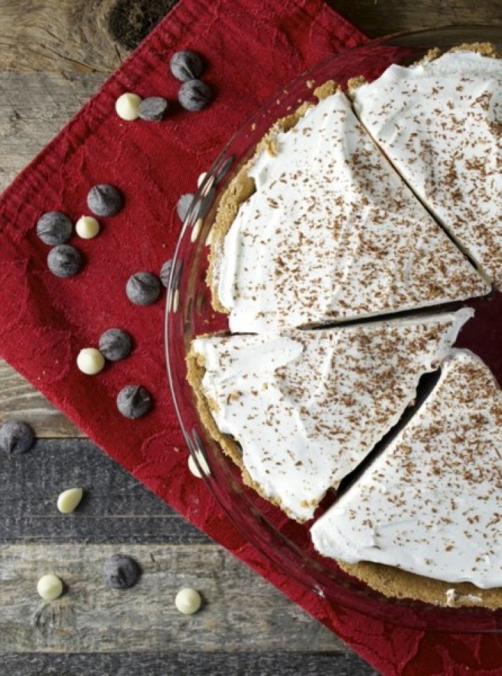 No Bake Peppermint Mocha Pie! Totally #glutenfree and perfect for the #holidays! www.maebells.com