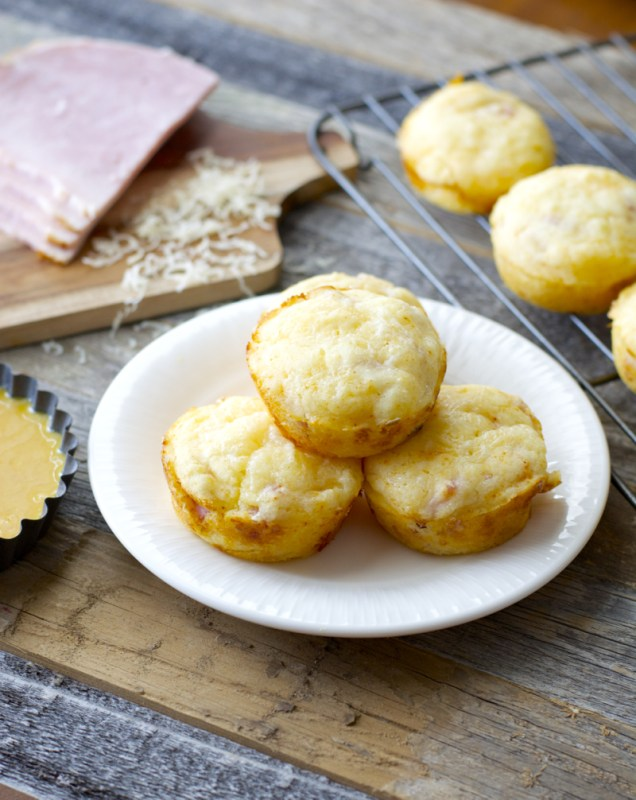 Ham & Swiss Puffs with Smokey Honey Mustard, the perfect quick and easy meal! www.maebells.com
