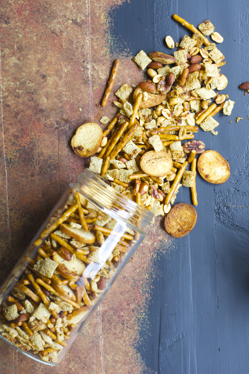 This Sweet and Spicy Sesame Snack Mix is packed with pretzels, cereal, and nuts! The perfect Asian inspired snack you will love!