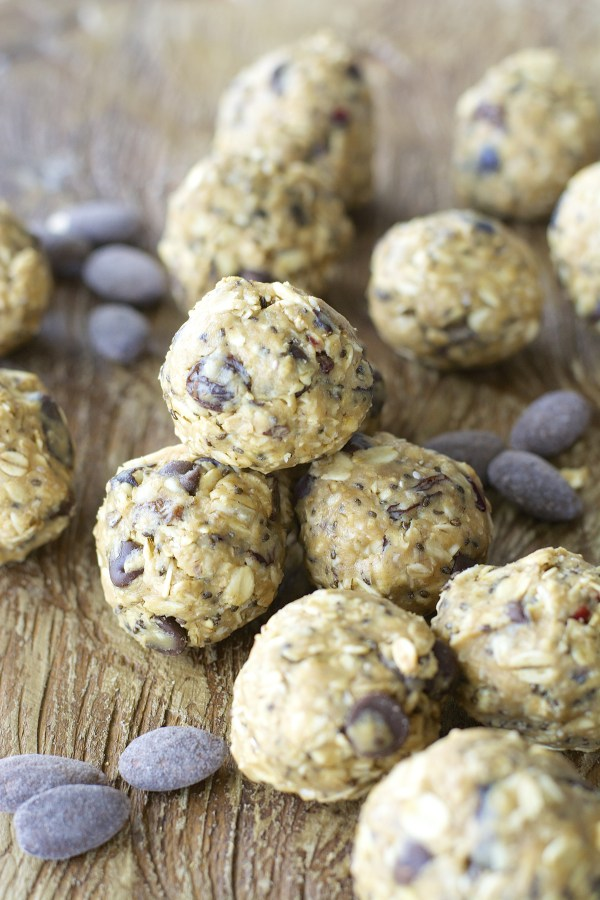 Creamy almond butter, chocolate almonds and chai seeds make these energy bites the perfect healthy snack!