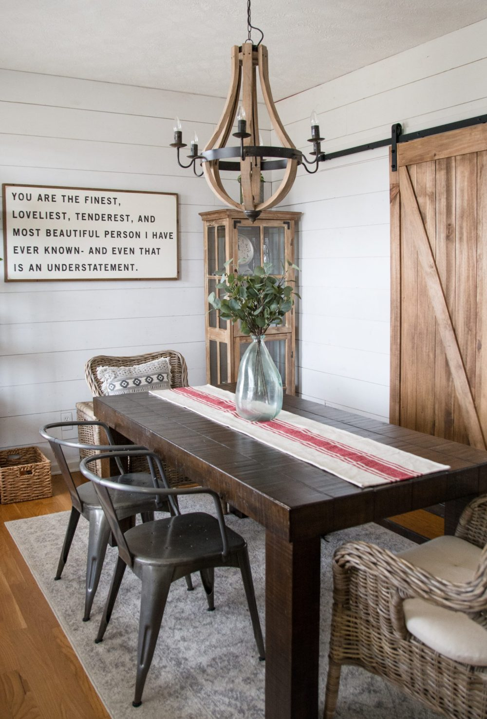 An affordable DIY Farmhouse Dinning Room! How we turned an ordinary house into a stylish farmhouse on a budget!