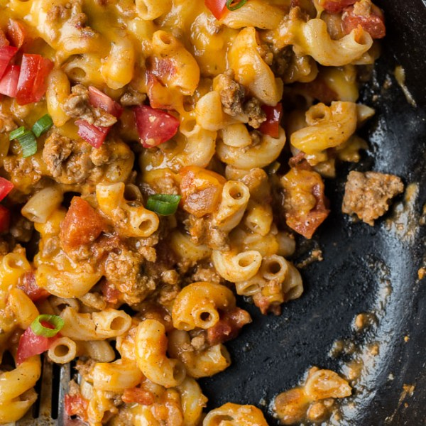 This Easy Taco Mac is a quick one pan, 30 minute meal packed with taco meat, noodles and cheese!