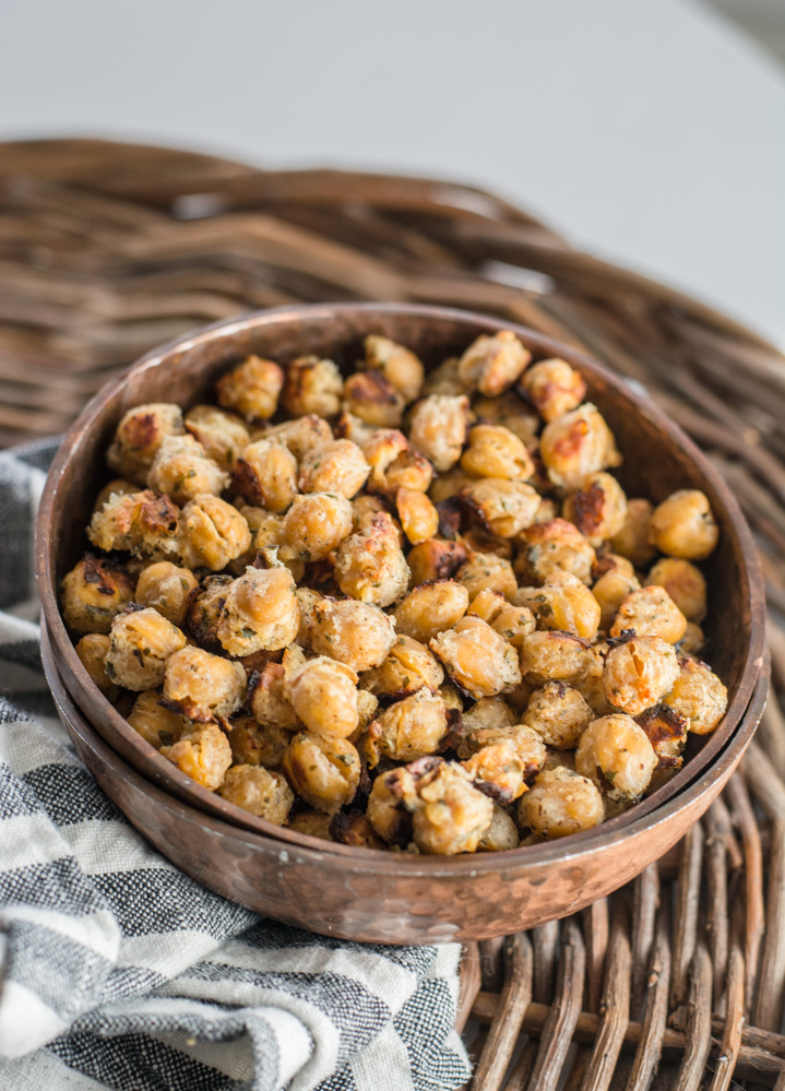 Ranch Roasted Chick Peas are a super easy and healthy snack! A great alternative to chips! #vegetarian #snack #glutenfree