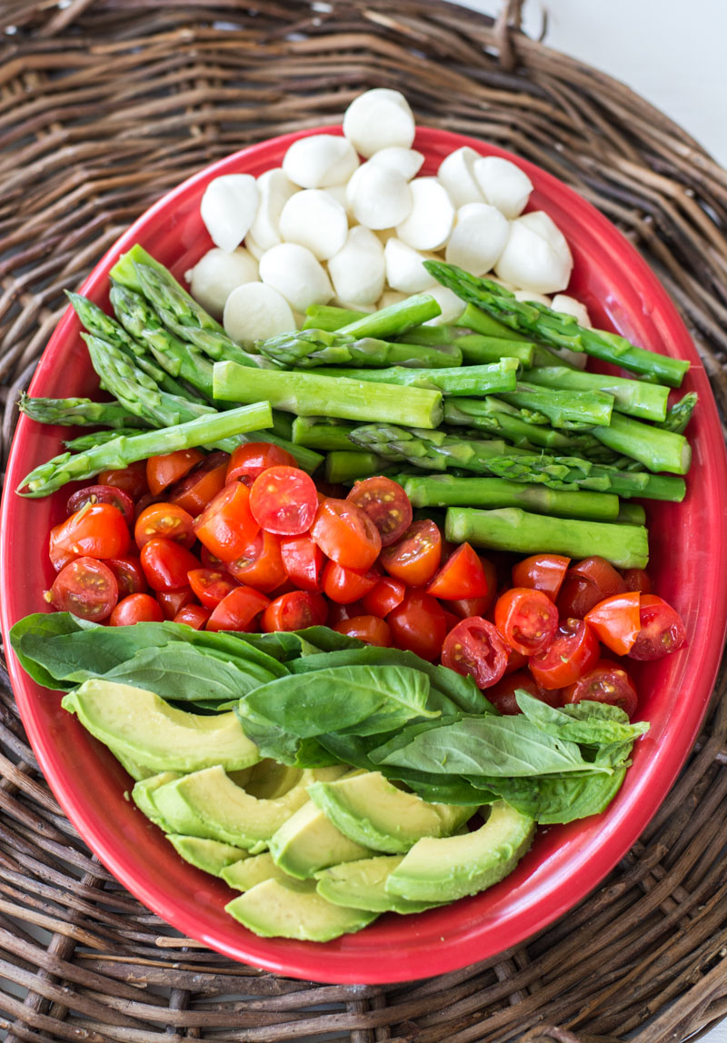 This Keto Asparagus, Tomato and Avocado Salad is drizzled in a creamy lemon vinaigrette! The perfect low carb summer salad!  #keto #mealprep