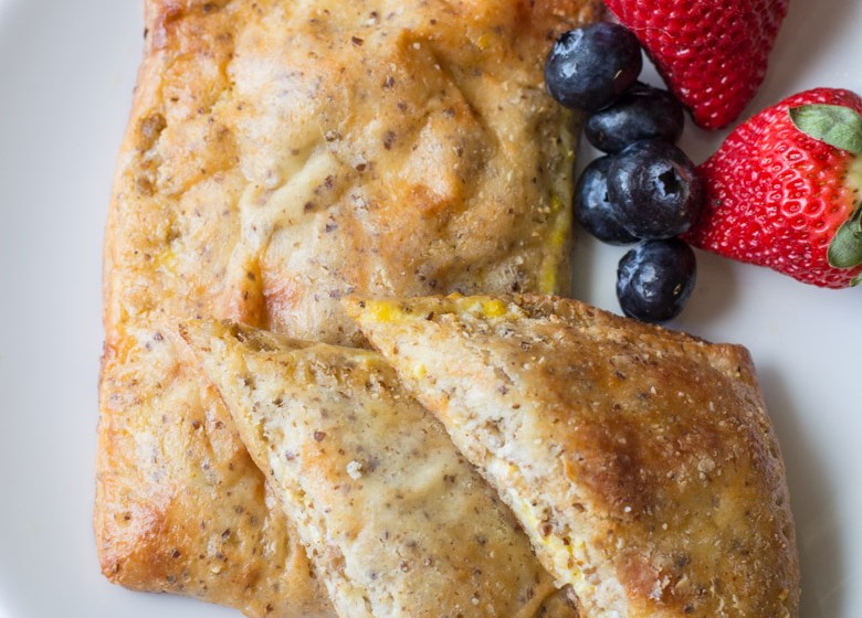 Wondering what to eat for breakfast on keto? These Keto Breakfast Hot Pockets are loaded with sausage, cream cheese and eggs! The perfect grab and go keto breakfast! #keto