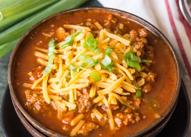 This hearty keto chili features tons of meat, peppers, spices and tomatoes! At just 8.5 net carbs per serving this low carb, no bean chili will a family favorite! #keto