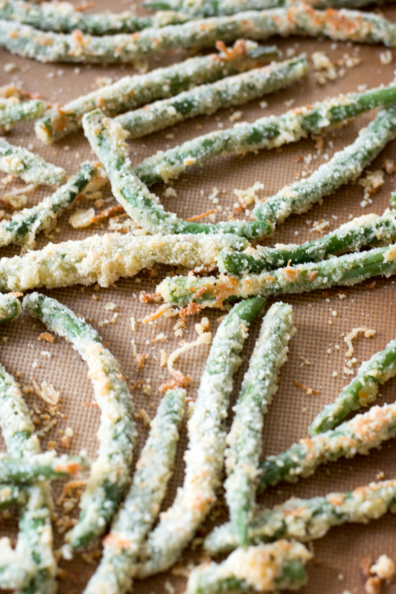 Are you looking for a crispy, salty snack? These easy Green Bean Fries are the perfect low side dish or appetizer! Under 6 net carbs per serving!