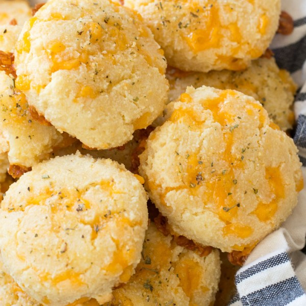 You will love these easy Keto Cheddar Garlic Biscuits they are a perfect Low Carb Red Lobster Biscuit Copycat! Only 2 net carbs each and loaded with flavor! #keto