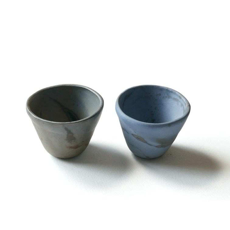 deux coquetiers gris bleutés