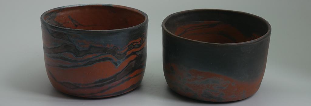 deux coupelles sigillées rouge et noir