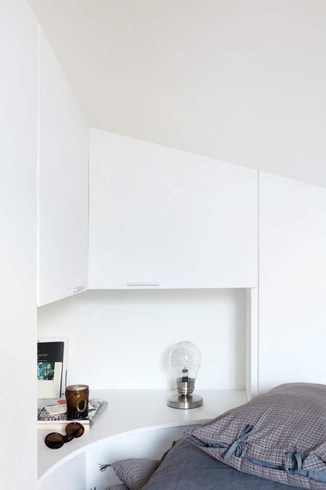 lit rond et dressing en pente ma ma architectes. Black Bedroom Furniture Sets. Home Design Ideas