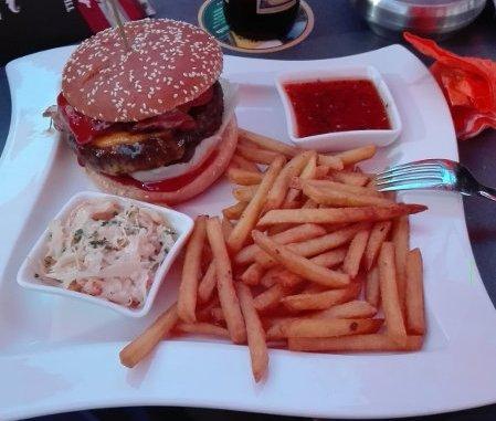 Der BBQ Burger im Clocktower - Gute Qualität die mehr als satt macht