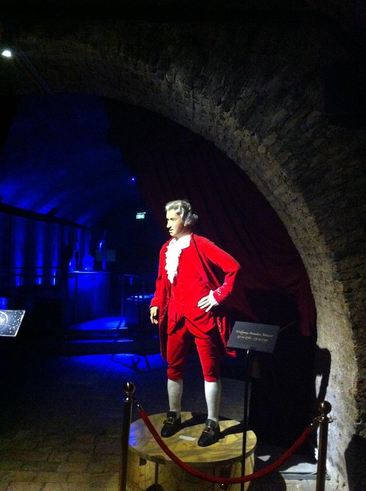 Nur eine der vielen sprechenden Puppen - Wolfgang Amadeus Mozart