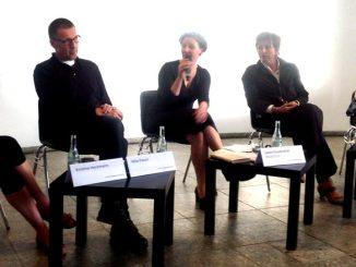 Von links nach rechts:  Kristine Heckmann, Niko Paech, Laura Krautkrämer (Moderation), Christiane Fuchs und Matthias Emde. ©Foto: mgzn-rstkltr