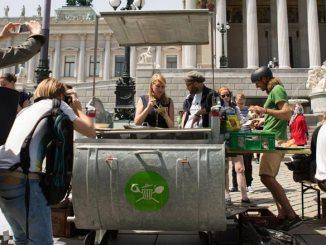 Wastecooking und die zu Kochstellen umgebauten Mülltonnen